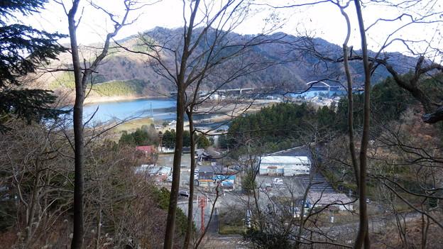 左下に宮ヶ瀬湖と車を駐めた駐車場が見えてますw