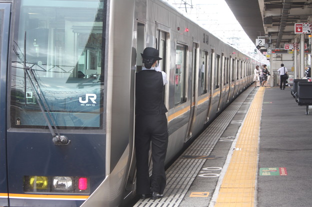 JR神戸線の女性車掌