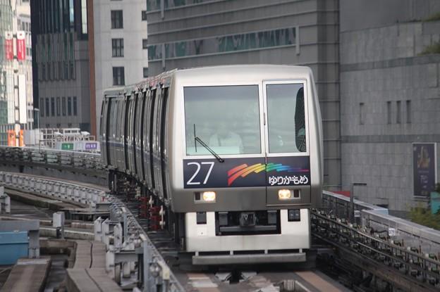Photos: ゆりかもめ 7200系第27編成 (2)