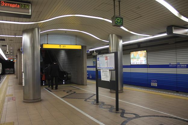神戸市営地下鉄三宮・花時計前駅 ホーム