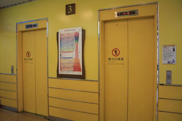 神戸ポートタワーのエレベーター IMG_123105