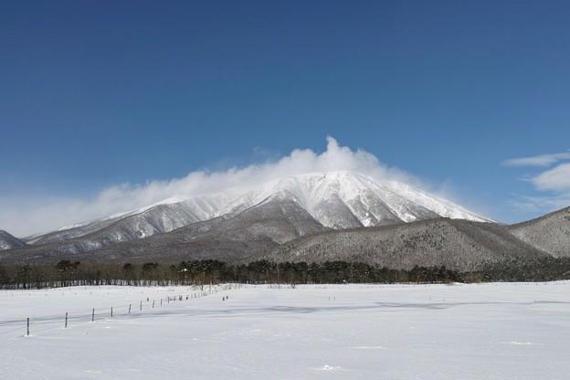 08.春小谷付近から見た真冬の岩手山