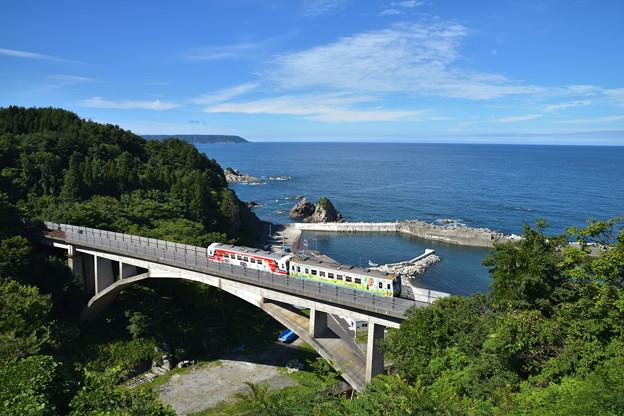 堀内大橋と三陸の青い海