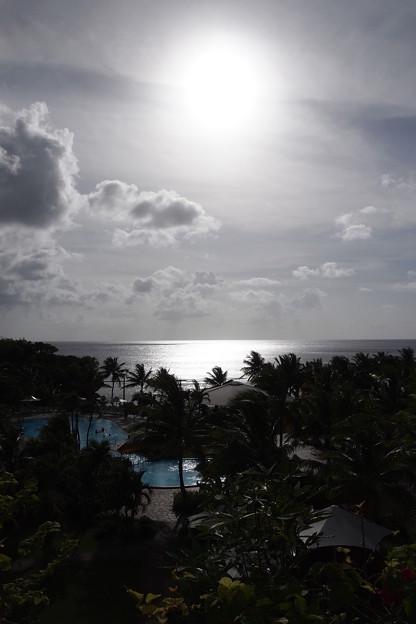 太陽光、反射する水面