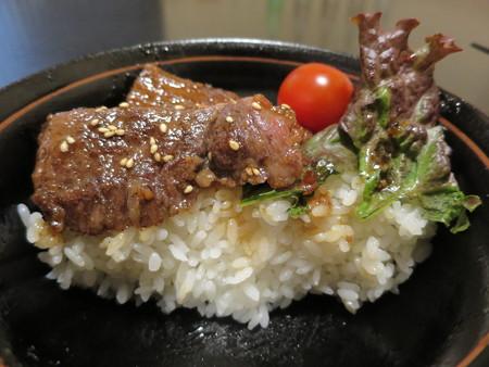 粋菜庵しなの 米沢牛焼肉丼(全国ご当地どんぶりまつり限定) 断面図