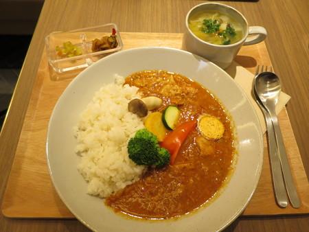 横町カフェ 赤カレー(バターチキン) 信州味噌スープ(ミニ)付き¥1180