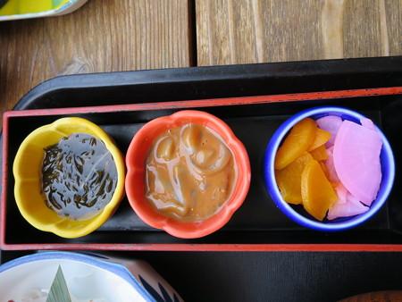 味千汐路 番屋 ブリカマ定食(刺身付) 副菜の様子