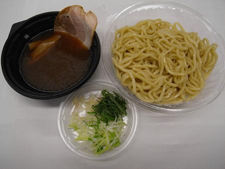 セブンイレブン 3種薬味で食べる!あっさり冷しつけ麺
