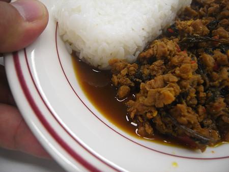 ヤマモリ ガパオごはん 鶏肉のバジル炒め 炒め汁の様子