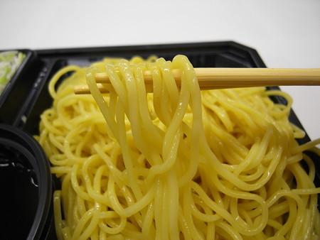 ローソン ざる中華 麺アップ