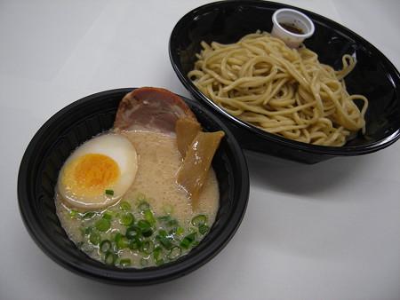 ローソン 麺屋あごすけ監修 冷し塩とんこつつけ麺(海老香味ソース) アップ