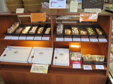 プティタムール 焼き菓子売り場