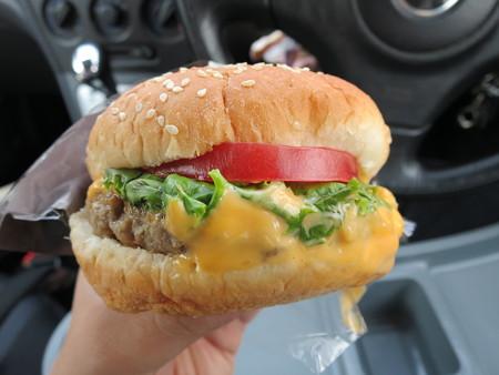 セブンイレブン 期間限定バーガー 濃厚チーズ