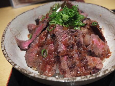 炭火焼MeatDining 肉ろ漫 俺のびふてき丼 アップ