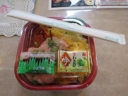大漁丼家 上越店 どん41:うにトロいくら丼 パッケージ