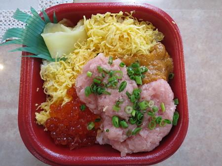 大漁丼家 上越店 どん41:うにトロいくら丼¥540