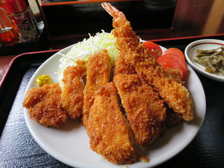 お食事処神明坂 ミックス膳(えび・ホタテ・とんかつ) アップ