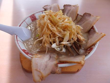 こってりらーめんGita 辛ネギらーめんチャーシュートッピング(背脂多め、麺固め)¥1070