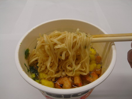 日清 カップヌードルビッグ 麺アップ