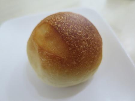 レストラン リトルバード 甘エビのトマトクリームスパゲティ 自家製パン