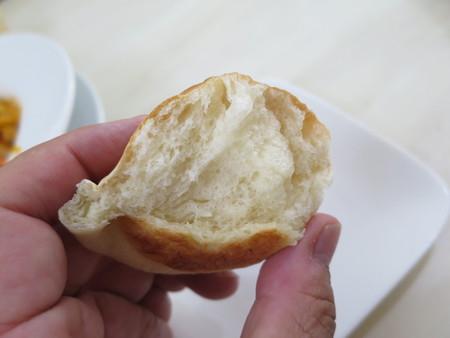 レストラン リトルバード 甘エビのトマトクリームスパゲティ 自家製パン 断面の様子