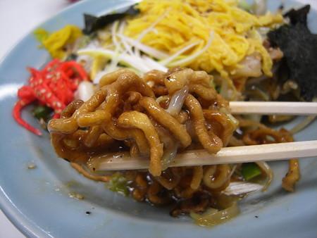 中華 宝亭 揚げ焼きそば(出前) 麺アップ