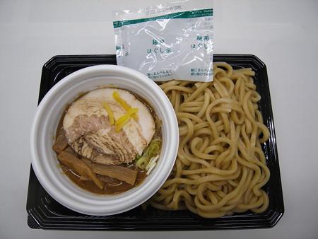 セブンイレブン 中華蕎麦とみ田監修 濃厚豚骨魚介つけ麺 中身の様子(レンジアップ前)