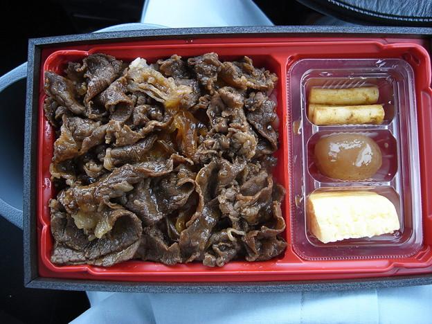 写真: すき家 上越高土店 黒毛和牛弁当(期間限定、テイクアウト)¥1080