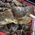 写真: すき家 上越高土店 黒毛和牛弁当(期間限定、テイクアウト) 肉アップ