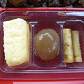 写真: すき家 上越高土店 黒毛和牛弁当(期間限定、テイクアウト) 副菜の様子