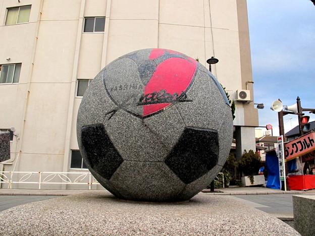 石のサッカーボール