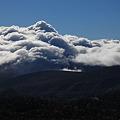 荒々しい雲の山