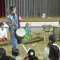 放課後子供教室のアフリカ太鼓の演奏