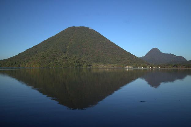 水面に映る榛名富士