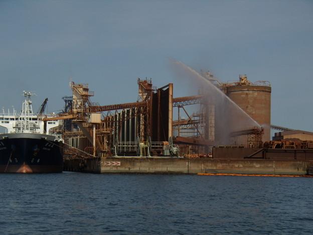 暑い暑い、鉱石置き場と射水