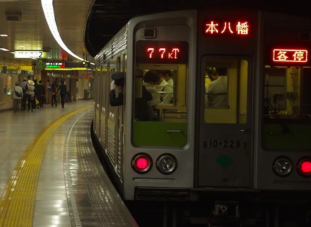 都営新宿線曙橋駅2番線  都営10-220F各停本八幡行き前方確認