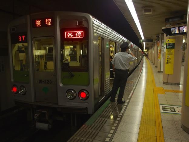 都営新宿線小川町駅3番線 都営10-220F各停笹塚行き笛扱い