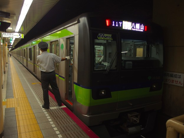 都営新宿線九段下駅5番線 都営10-540F各停八幡山行き側面よし