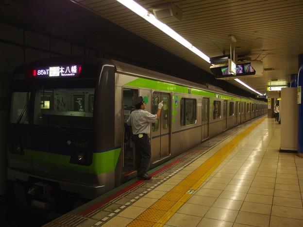 都営新宿線岩本町駅4番線 都営10-500F各停本八幡行き側面よし