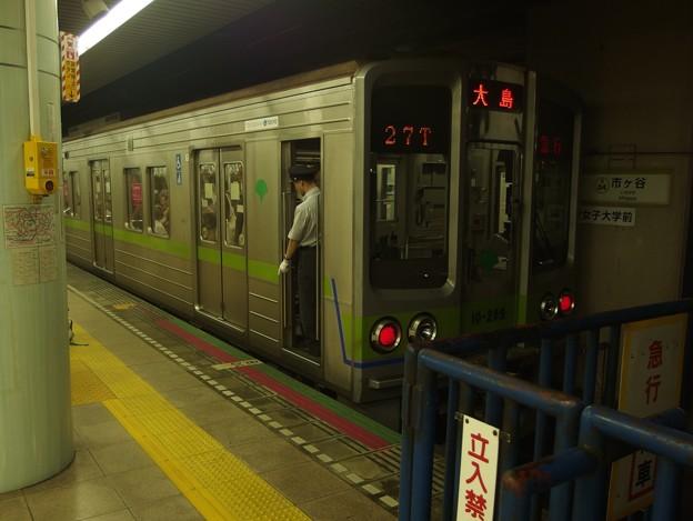 都営新宿線市ヶ谷駅2番線 都営10-280F急行大島行き停止位置よし