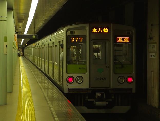都営新宿線市ヶ谷駅2番線 都営10-250F各停本八幡行き前方確認