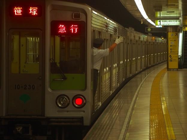 都営新宿線大島駅1番線 都営10-230F急行笹塚行きアクロバット