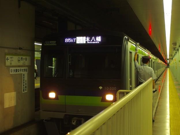 都営新宿線市ヶ谷駅2番線 都営10-500F各停本八幡行き客終合図