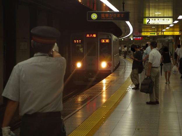 都営新宿線曙橋駅2番線 都営10-250F各停本八幡行き進入