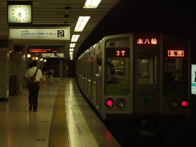 京王新線初台駅2番線 都営10-230F各停本八幡行き前方確認