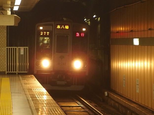 都営新宿線森下駅2番線 都営10-260F急行本八幡行き進入