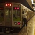 都営新宿線森下駅2番線 都営10-260F急行本八幡行き側面よし