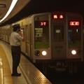 都営新宿線浜町駅1番線 都営10-240F各停橋本行き進入