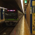 Photos: 都営新宿線岩本町駅2番線 都営10-510F急行笹塚行き通過後方確認