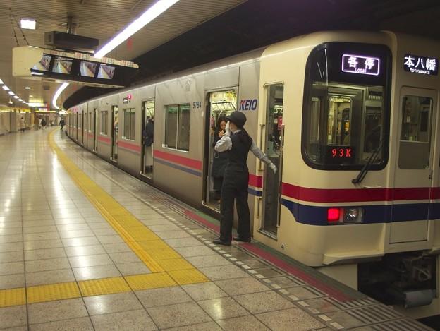 Photos: 都営新宿線曙橋駅2番線 京王9034各停本八幡行き笛扱い